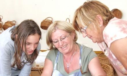 Beszélgetés az Ágasegyházán élő Csáki Ildikó szalmafonóval