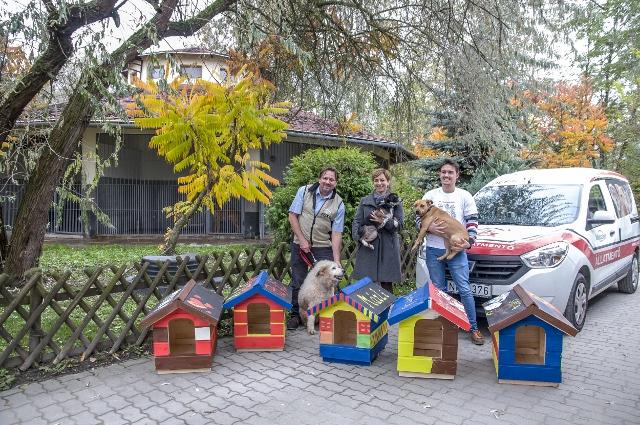 A REX Kutyaotthon kutyaházakat kapott a Praktikertől