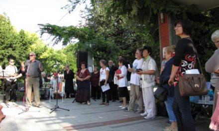Még a nap is örült szombaton az első ÖRÖMFESTÉSNEK Kecskeméten
