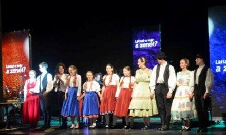 Láttad-e már a zenét? – Szentpéteri Csilla zongoraművész ismét Kecskeméten