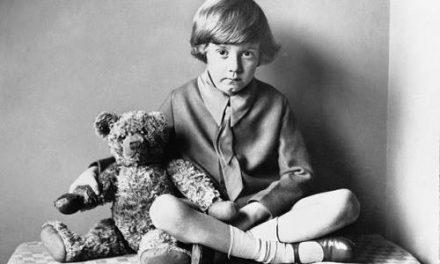 Milne angol író születésnapjára emlékezünk