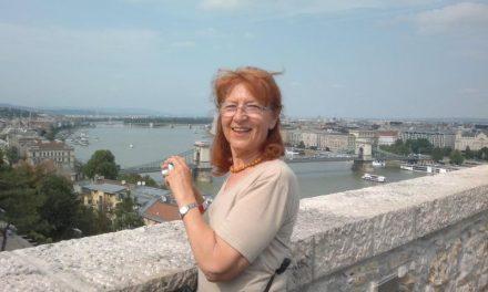 Tamássy Olga festőművész ismét festőállvány előtt