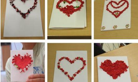 """Bálint-napi kézműves ajándék: """"szalvétaböngyörkézett"""" szívek"""