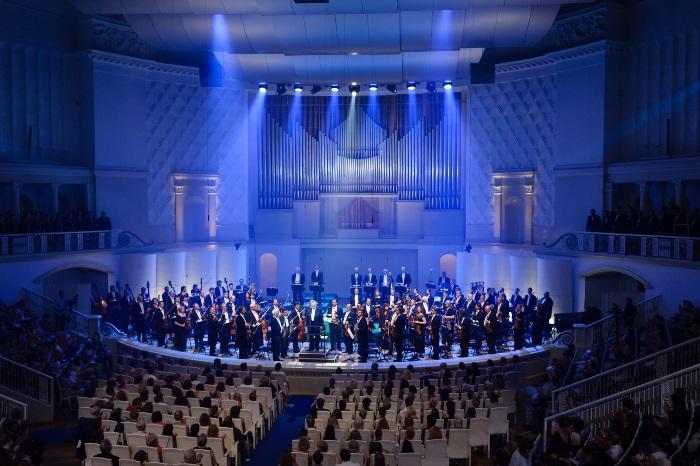 Világsztárokkal játszanak – Budapesten a Csajkovszkij Szimfonikus Zenekar