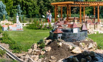 Ünnepi hangulat a szarvasi Mini Magyarország Makettparkban