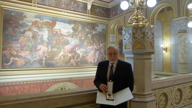Pálfy Gusztáv kecskeméti szobrászművész születésnapjára