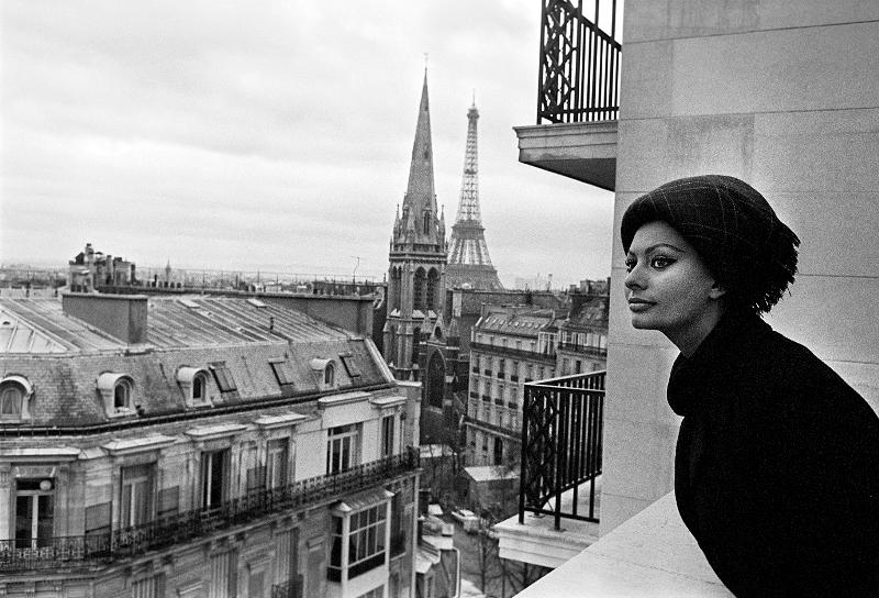 Milyen a párizsi nő ? – Ikonikus fotók kiállítása a Sofitel Budapest hotelben
