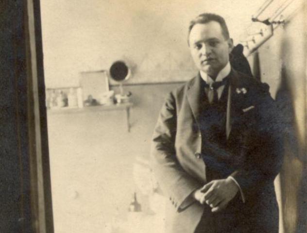 """A XX. századdal ő is """"ránk bízta anyánk nyelvét"""" – Füst Milánra emlékezünk"""