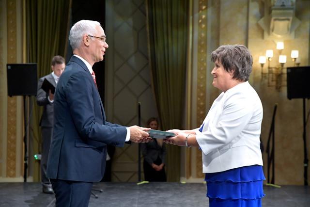 Állami kitüntetésben részesült Engert Jakabné és Hajagos Csaba