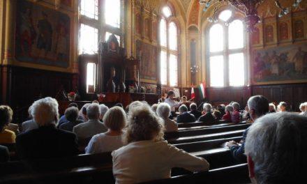 Hittanárok konferenciája a kecskeméti Városházán