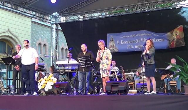 Montázs-est a Szegszárdy-Boronkay családdal és a Barátok Együttessel