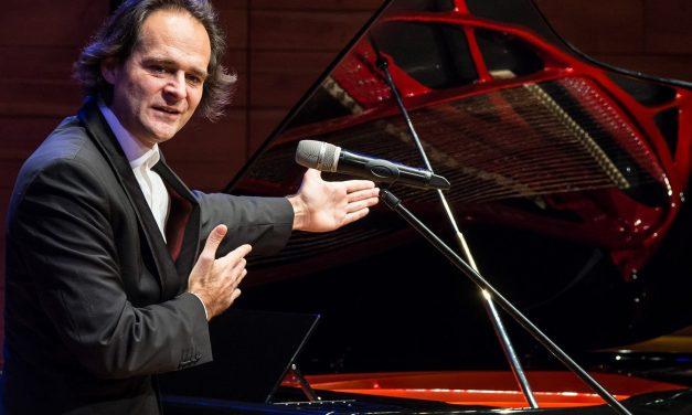Csodahangszer Pécsett – bemutatták a Kodály Központba került Bogányi-zongorát