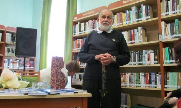 Dr. Cseh Béla, a 45 éves Sükösdi Népdalkör alapítója és vezetője