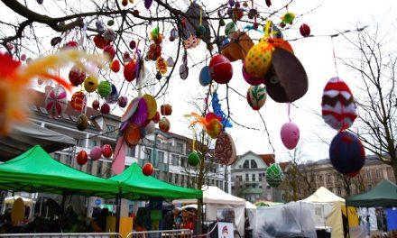 Húsvétoló – 1185 db tojás érkezett a 650 éves Kecskemét tojásfájára