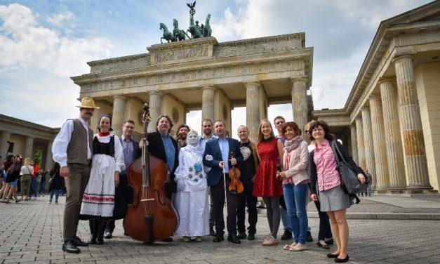 Magyar forgatag Berlinben – 23 művész lépett fel a berlini nagykövetségen