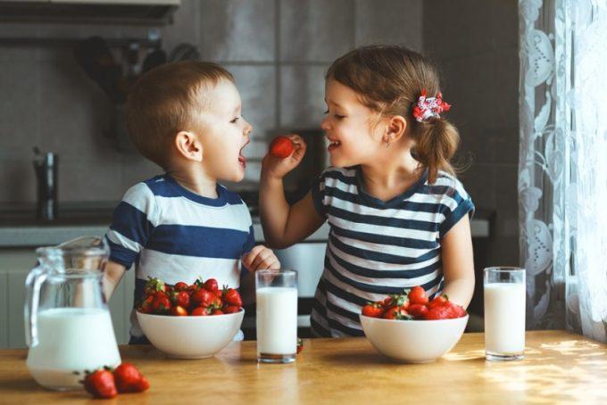 5 tipp a nyári gyomorbántalmak elkerülésére – A szünetben is figyeljünk oda a picik gyomrára!