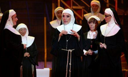 Hatalmas sikert aratott Szegeden az Apáca show