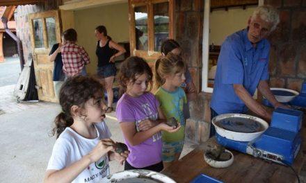 Vizuális és kézműves műhelyek az Ifjúsági Otthonban