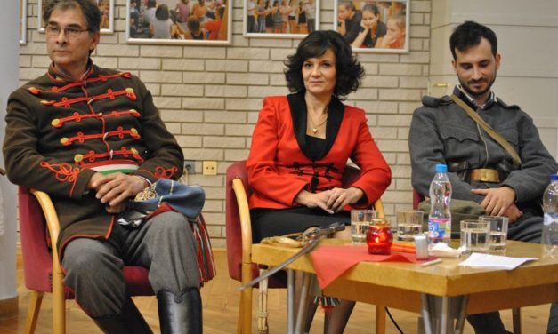 A hagyományőrző Szkenderovics család a Montázs esten