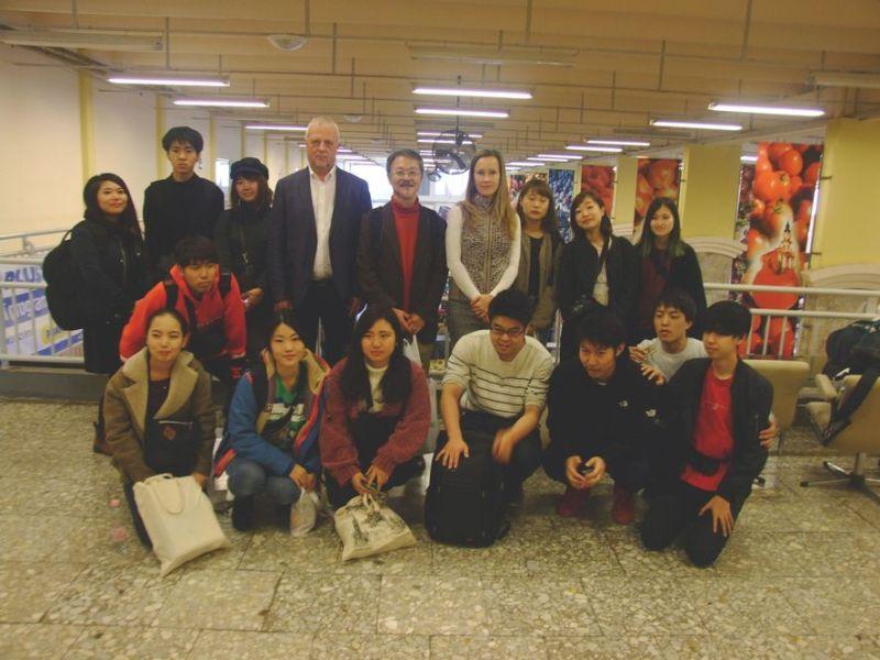 Japán egyetemisták látogatása a kecskeméti piacon