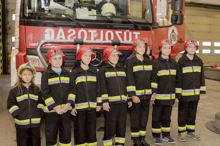 Gyerekek a tűzoltóságon – az UNICEF Magyarország 2018-as Gyerekhang kampánya