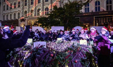Gyertyagyújtás, fényfestés, ingyenes családi és kulturális programok adventben a Vörösmarty téren