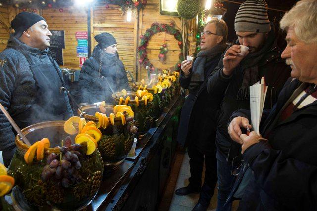 Forró italok mustrája a kecskeméti Téli Fesztiválon