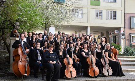 Placido Domingot kíséri a Miskolci Nemzeti Színház Zenekara