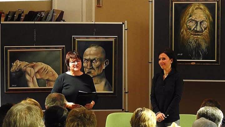 Szintai Kati kiállítása a székesfehérvári Vörösmarty Könyvtárban