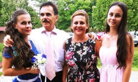 Szénási Pál énekes-dalszerző és családja a Montázs esten