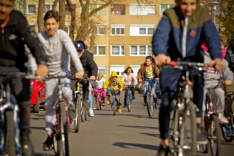Célba értek a jótékony bicikli adományok – Gyerekeknek segített a We Love Cycling és a Budapest Bike Maffia