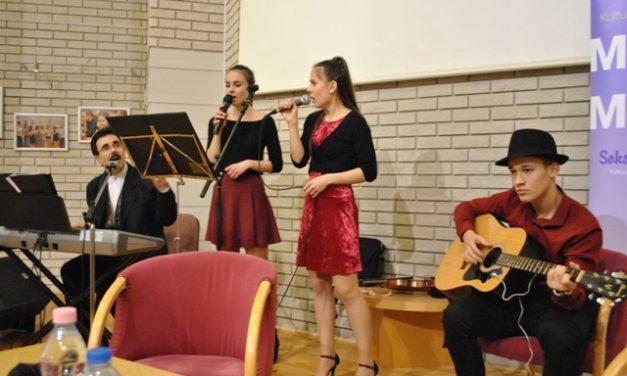Szénási Pál és családja volt a Montázs est vendége