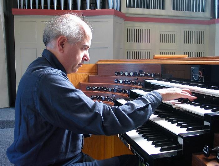 Francesco Finotti világhírű orgonaművész szólaltatja meg a hangszerek királynőjét
