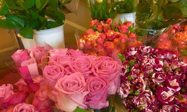 Anyák napja és ballagások – Piaci életkép