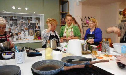Halmos Monika Kecskeméten az OHANA Gasztroklubban virágosat főzött