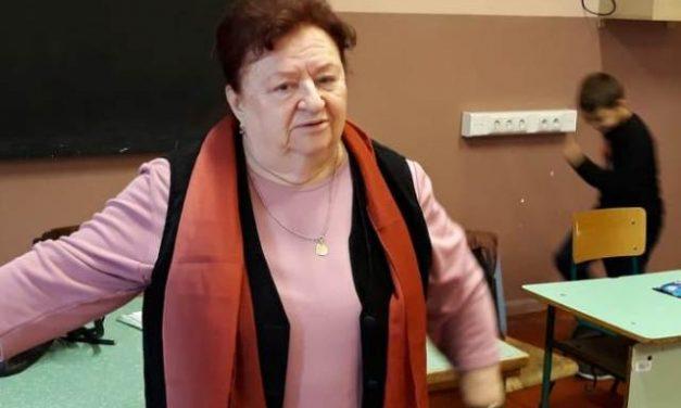 Purzsás Mária karnagy a csepeli Mátyás Király Általános Iskola nyugdíjas pedagógusa
