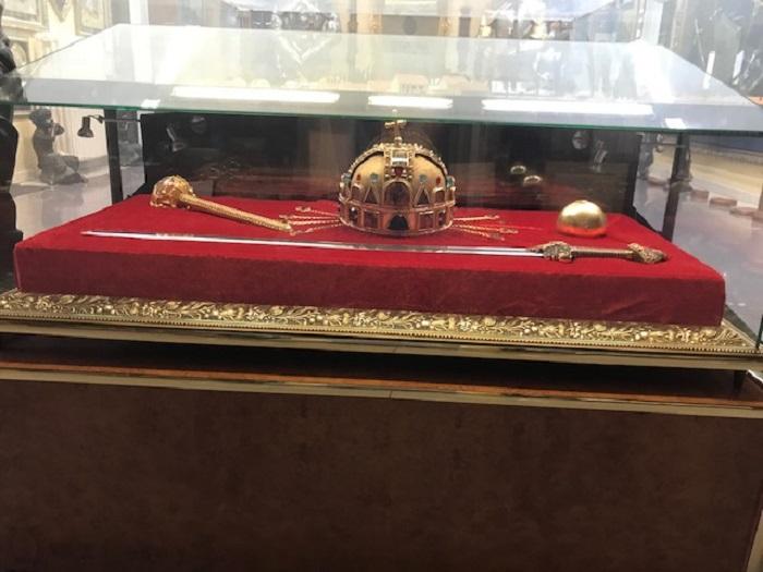 Mindennek a megkoronázása – A Szent Korona másolata Pécsre érkezik