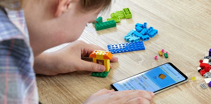 Braille leírást és hangos építési útmutatót készített a LEGO