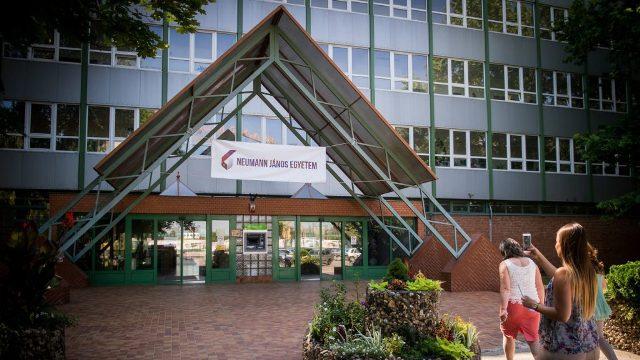 Egyre népszerűbb a felvételizők körében a kecskeméti Neumann János Egyetem
