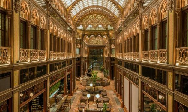 A Párizsi udvar – Legendás helyek Budapesten
