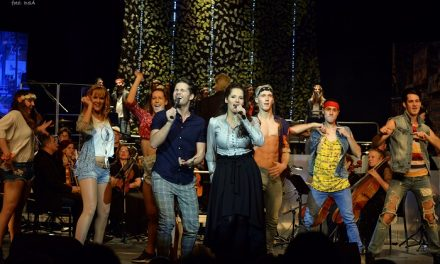 Tizenhét perces vastaps a Képzelt riport szimfonikus premierjén