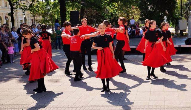 Zenés-táncos flashmobok a Népzenei Találkozón