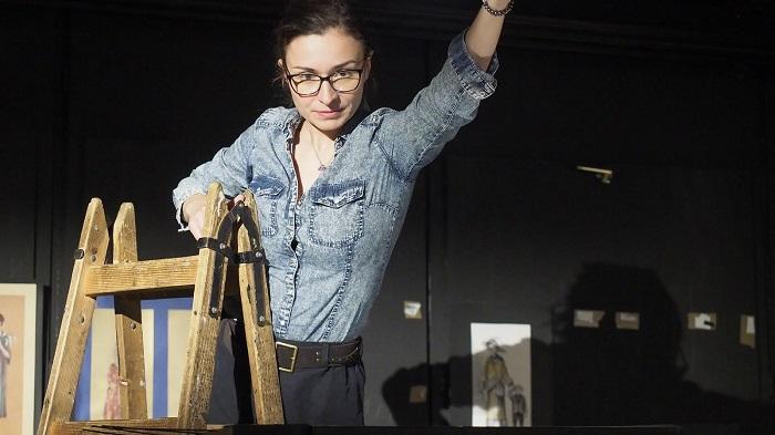 Szelei Mónika látványtervező -Arcok a vitrin túloldaláról