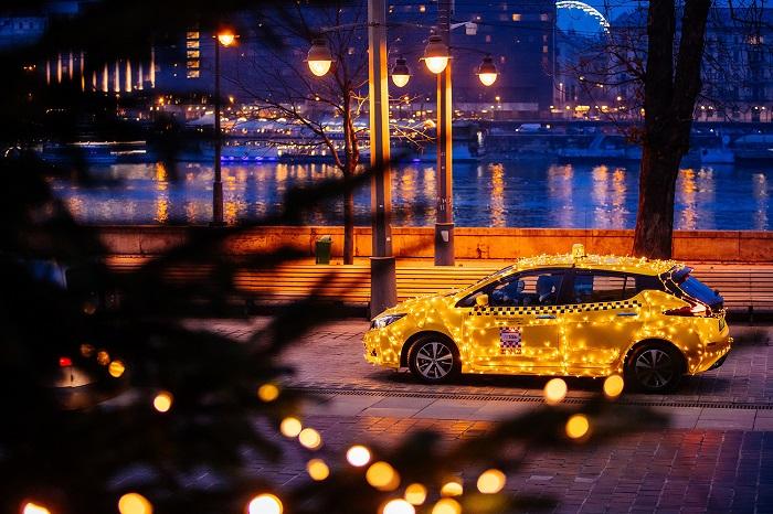 Fénytaxi járja karácsonyig Budapest utcáit
