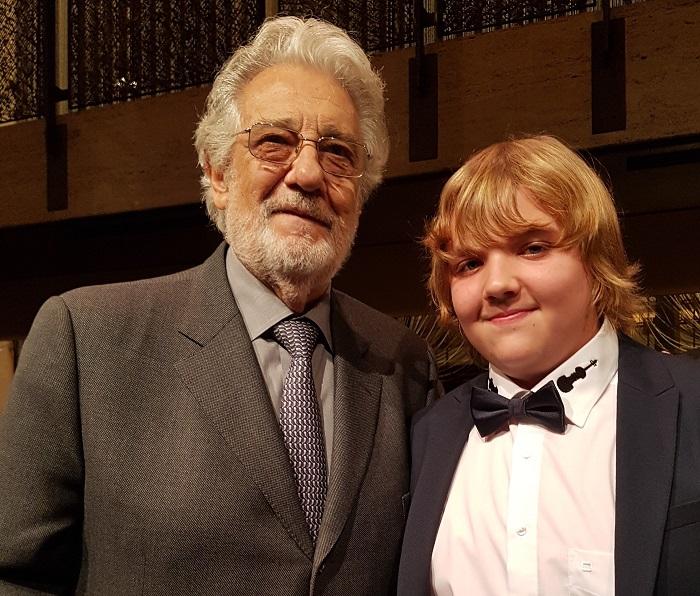 Balázs-Piri Soma zongorát kapott ajándékba Plácido Domingo-tól