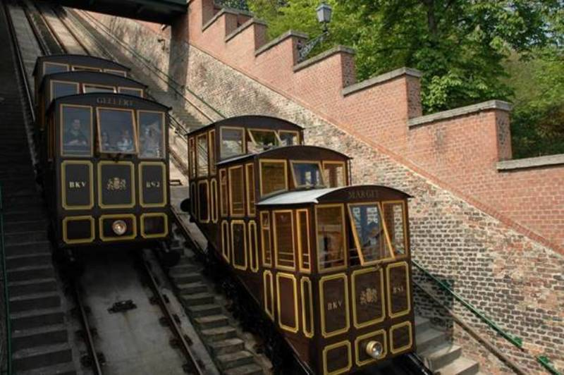 35 éve adták át az újjászületett Budavári Siklót