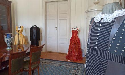 Kosztümkiállítás a fehérvárcsurgói Károlyi Kastélyban – Jelmezekbe kódolt információk